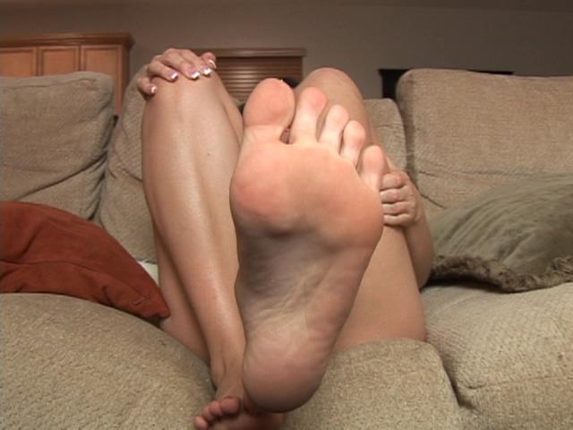 Naked camgirl shows her bare feet - סרטי סקס