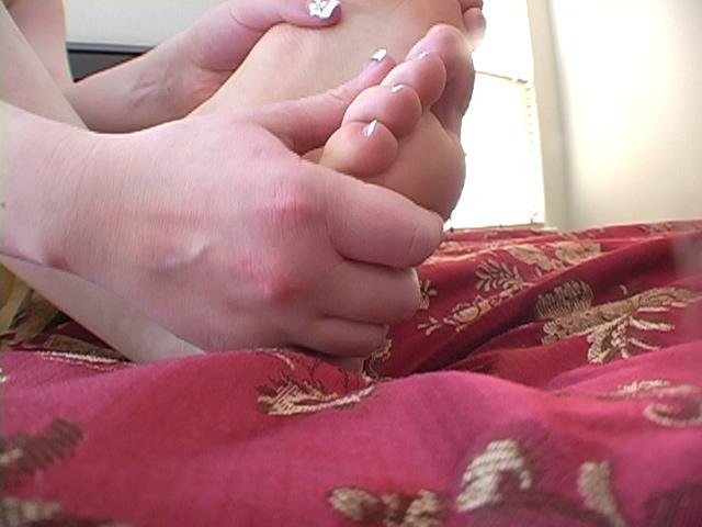 Camgirl Lizzy has nice dainty feet - סרטי סקס