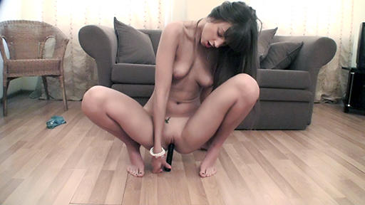 Camgirl Melena sits on a dildo - סרטי סקס